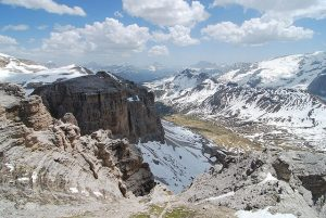 640px-dolomites_cablecar_view_2009